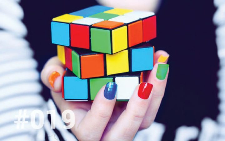 Bliss Sanctuary Bali - Blog 19 - Challenges - Hand holding rubik's cube