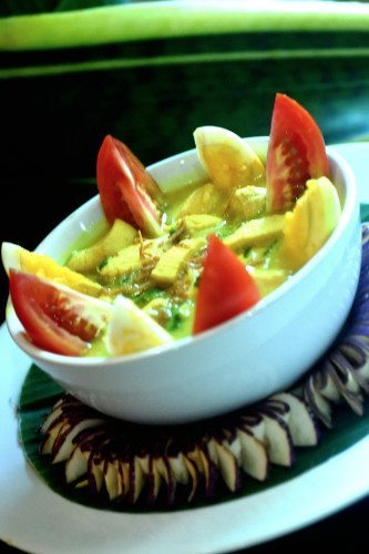 Yummy bowl of healthy food prepared with love at our Bali health & wellbeing retreat Bliss Sanctuary For Women