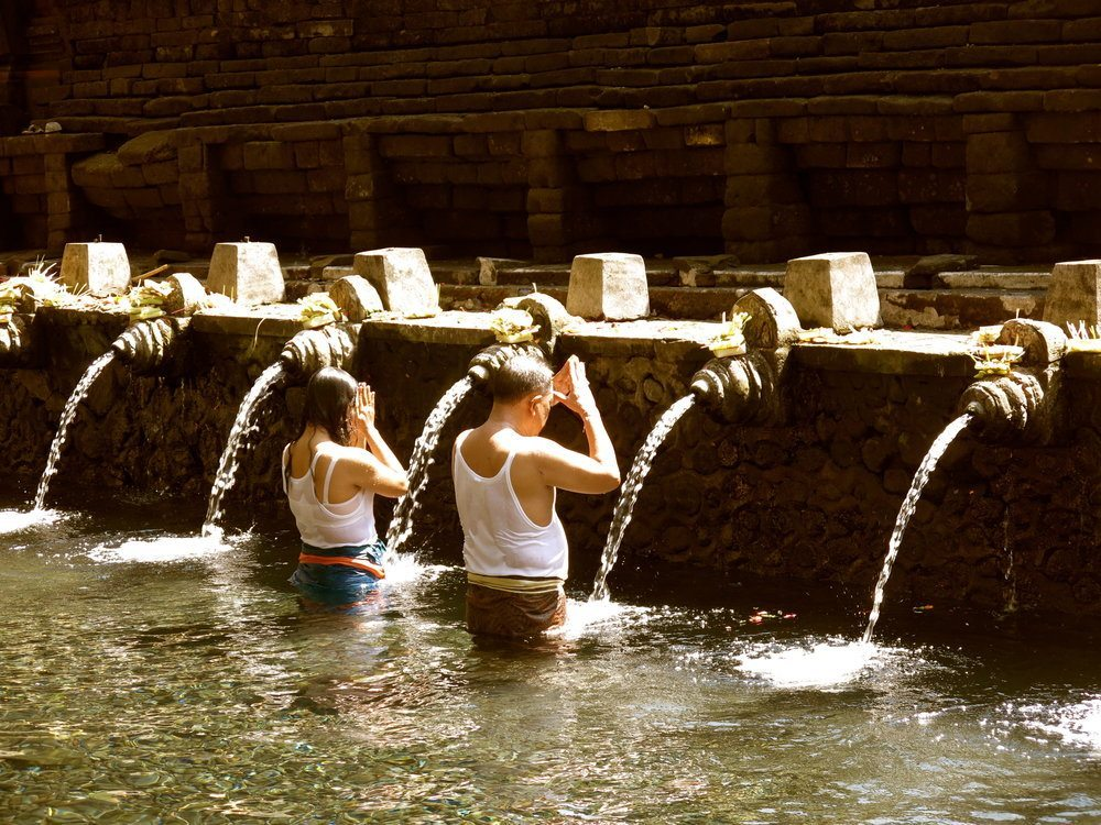 Bliss sanctuary Wellness Package Bali - Daytrip to Tirta Empul in the healing waters of the temple