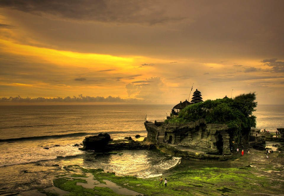 On the Bliss Sightseers Package indulge your sightseeing bliss with our personal driver to take you around and show you the highlights of Bali like a beautiful sunset at Tanah Lot