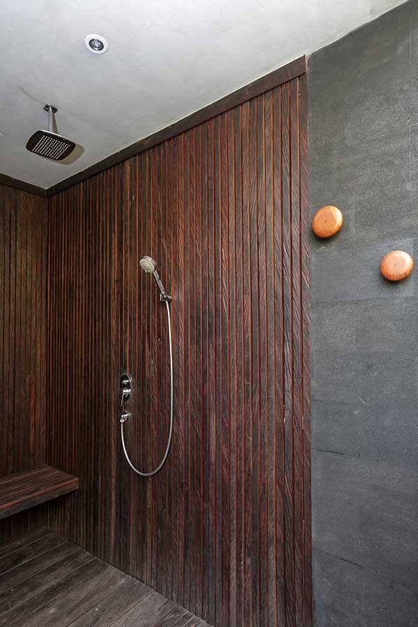 Deluxe shower Ubud Bali accomodation