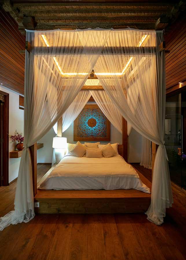 Stunning canopy bed Ubud Bali accomodation