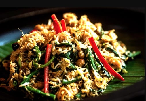 Jukut Urab (Vegetables with Grated Cocunut)